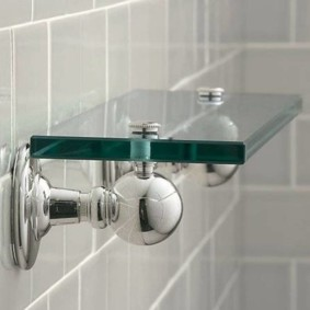 стеклянные полки для ванной комнаты интерьер идеи