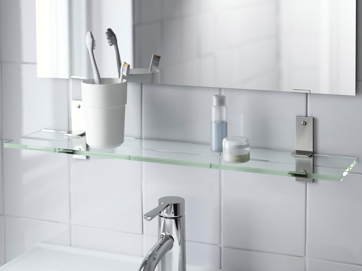 стеклянная полочка по зеркало в ванной комнате