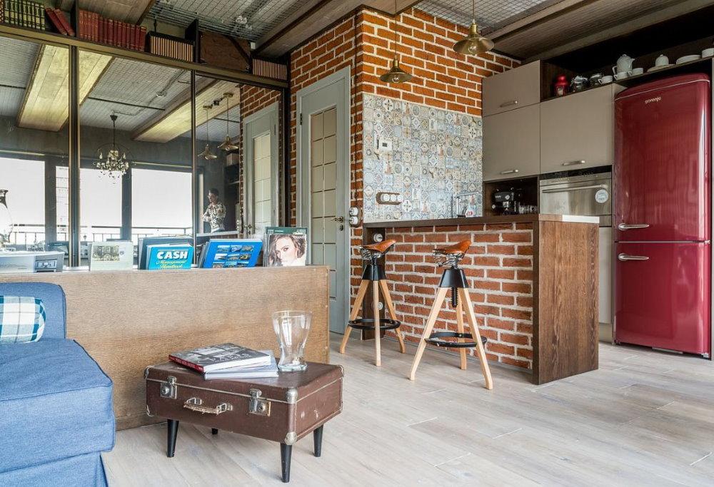 Барная стойка из кирпича в квартире студии