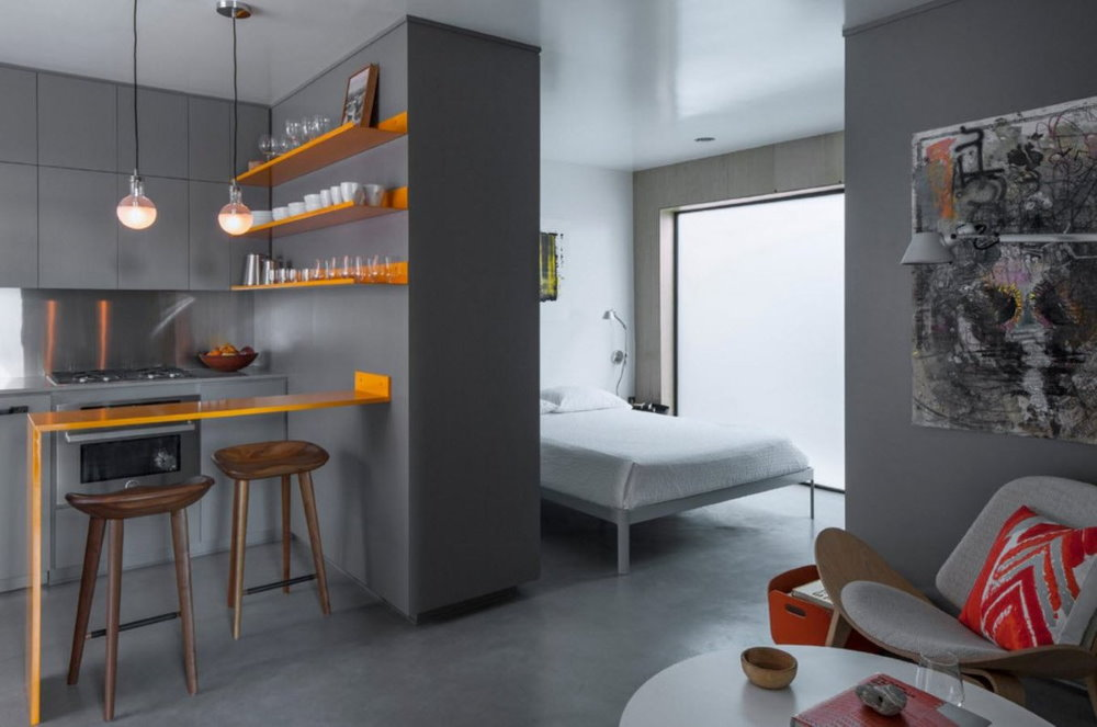 Серые стены в квартире-студии стиля минмализма