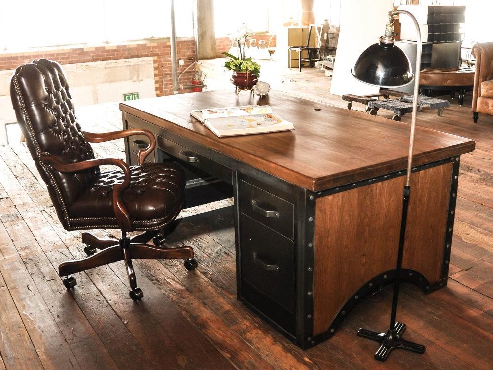 Рабочий сто в квартире холостого мужчины
