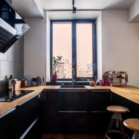 столешница вместо подоконника на кухне интерьер идеи