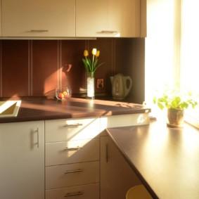 столешница вместо подоконника на кухне идеи интерьера