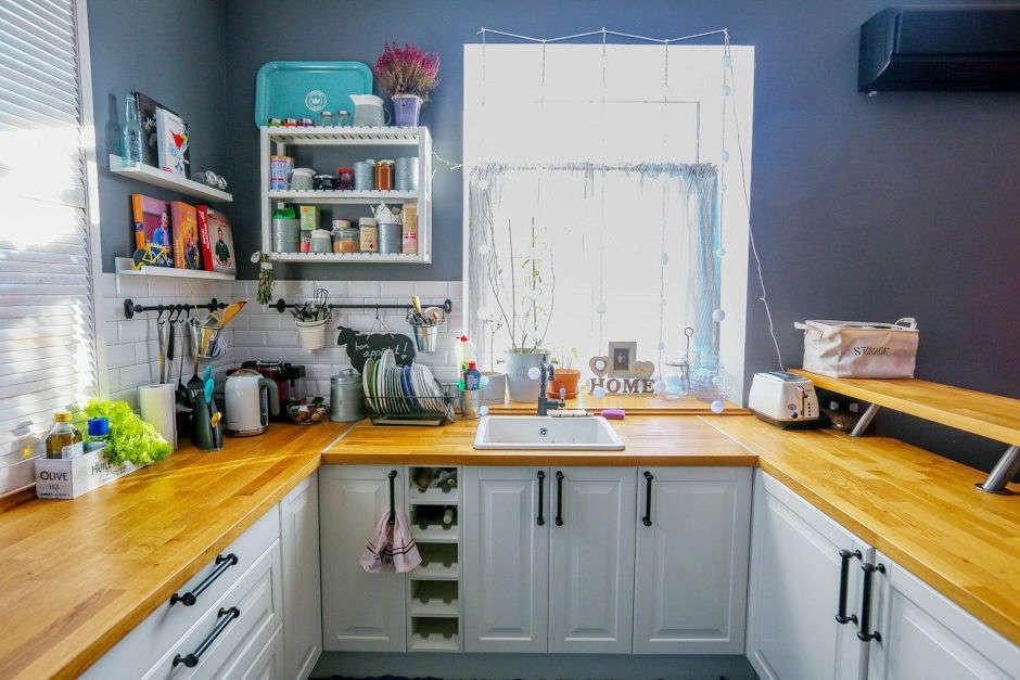 столешница вместо подоконника на кухне фото оформления