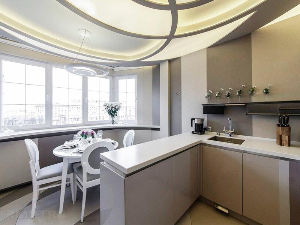 Небольшой столик на лоджии в кухне