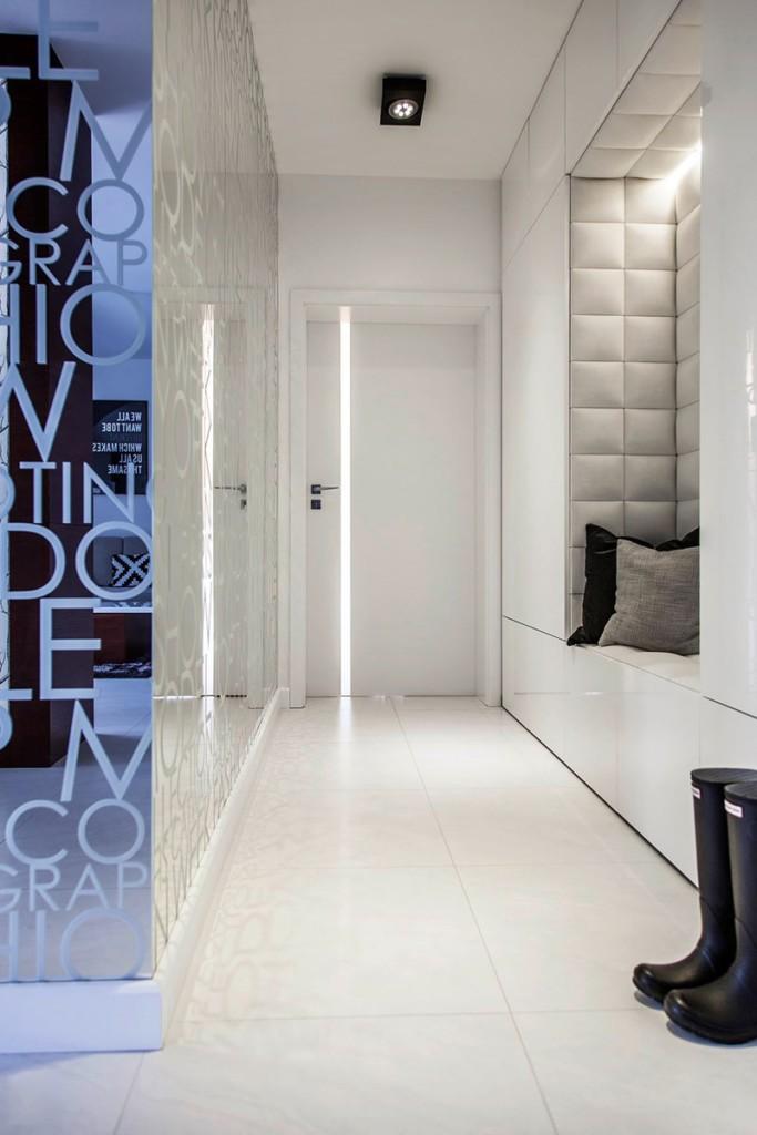 Освещение узкого коридора с нишей в стене