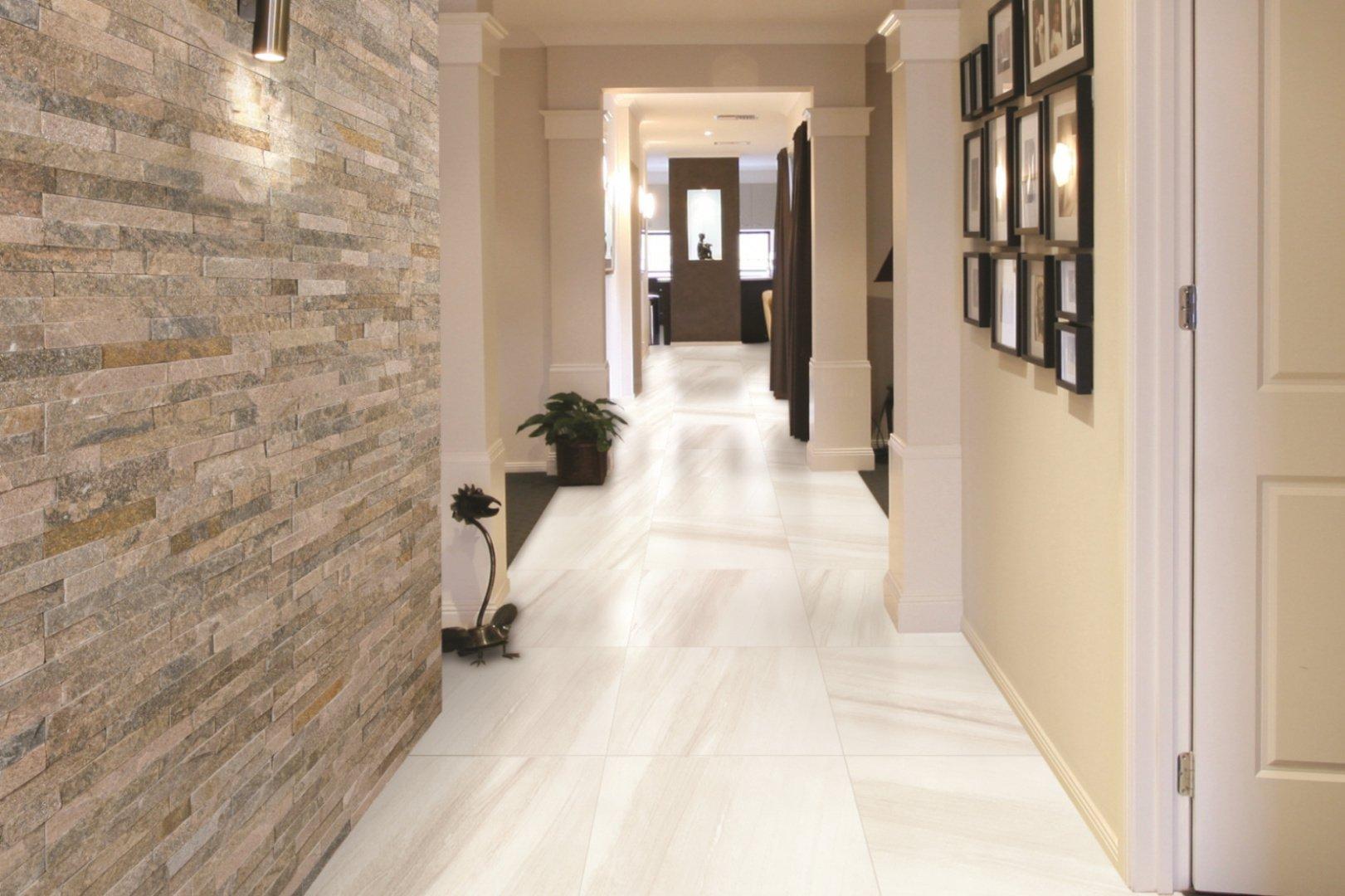 светлая плитка на пол в коридор