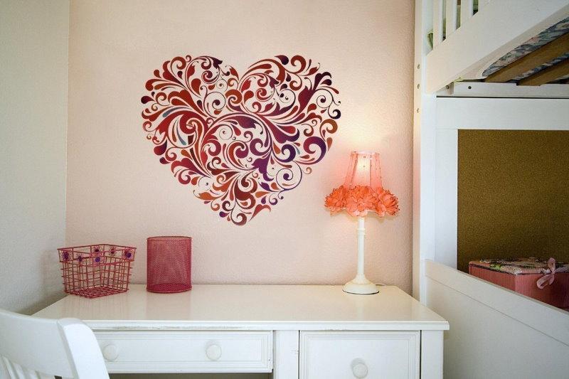 Декор с помощью трафареты стены в детской спальне