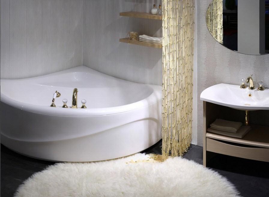 Комфортная ванна из акрила угловой формы