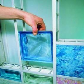 Монтаж стеклоблоков с использованием пластикового каркаса