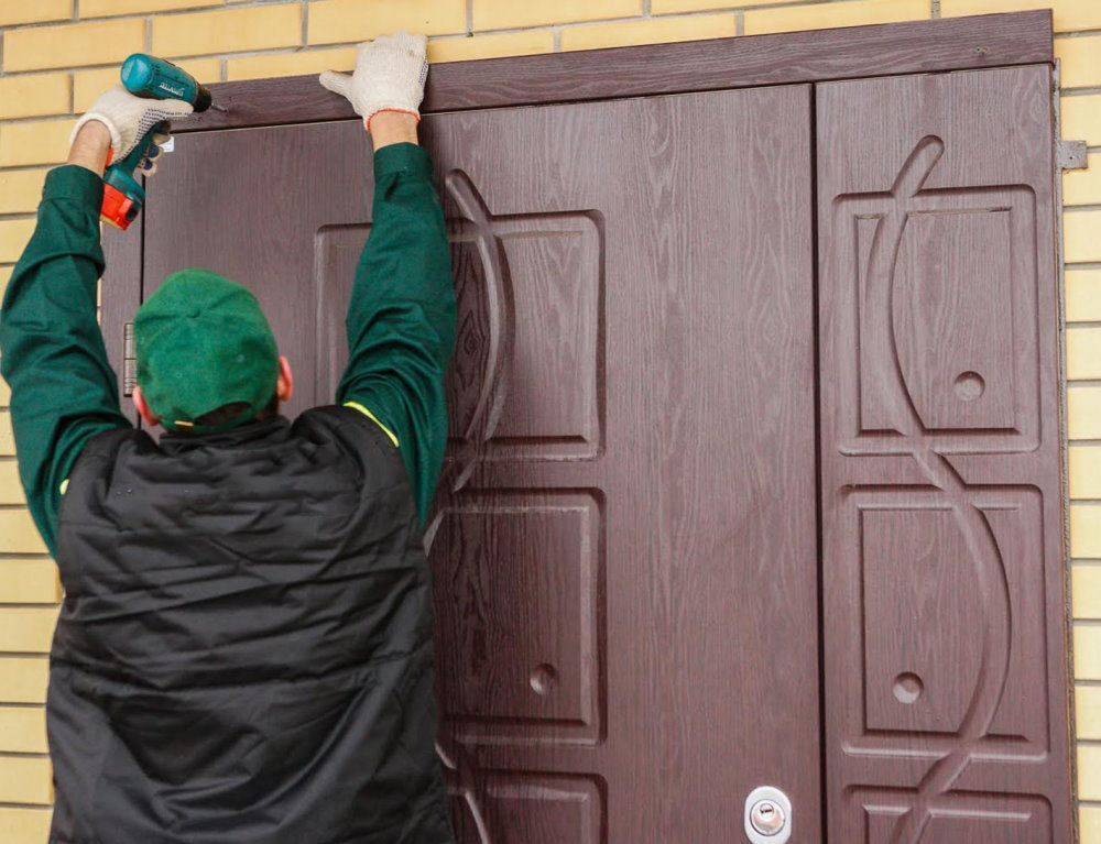 Установка наличников на входную дверь