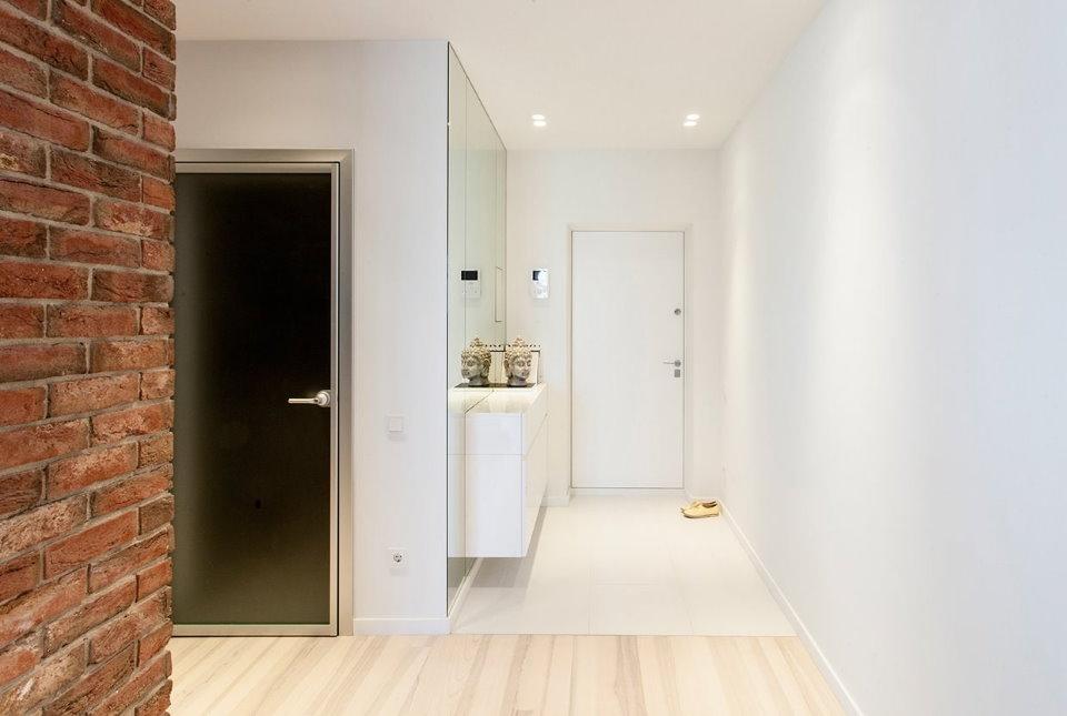 Узкий коридор в стиле минимализма