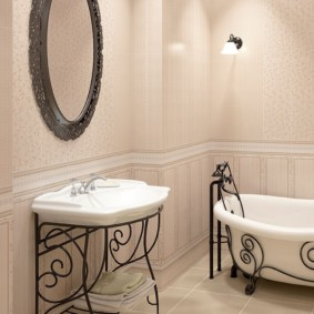 Кованные элементы в интерьере ванной