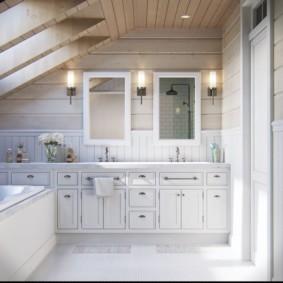 Ванная комната в мансардном помещении