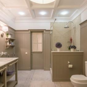 Современная ванная комната в сельском доме