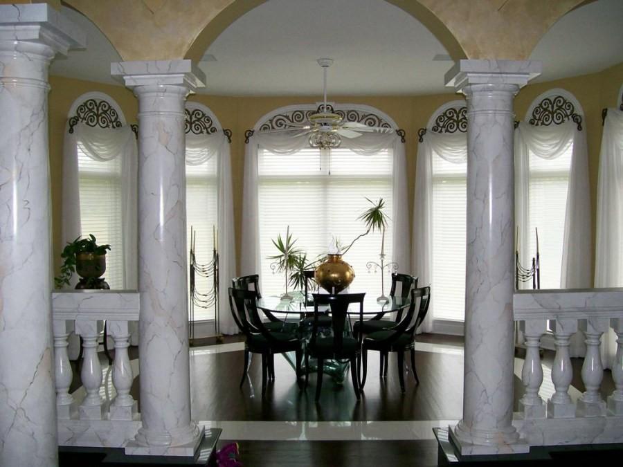 колонны из камня
