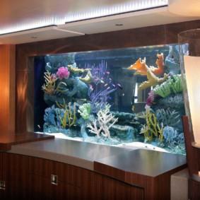 аквариум в квартире фото интерьер