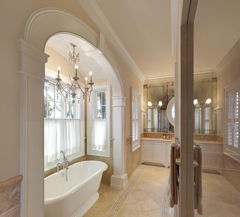 яркая арка в интерьере ванной комнаты