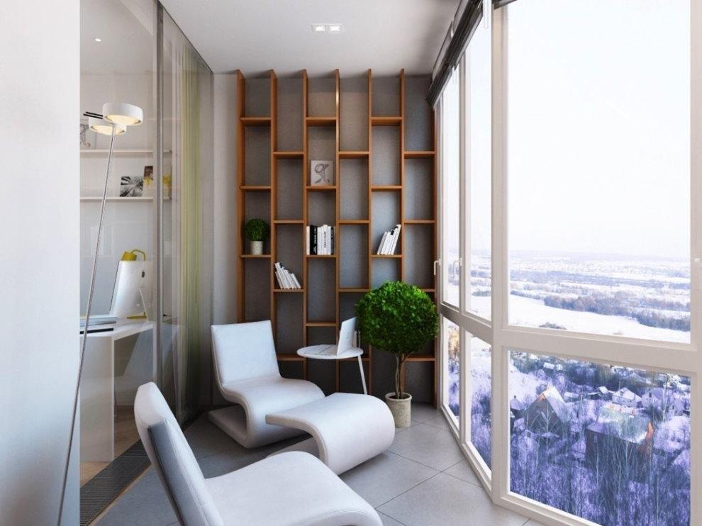 Просторный балкон в трехкомнатной квартире