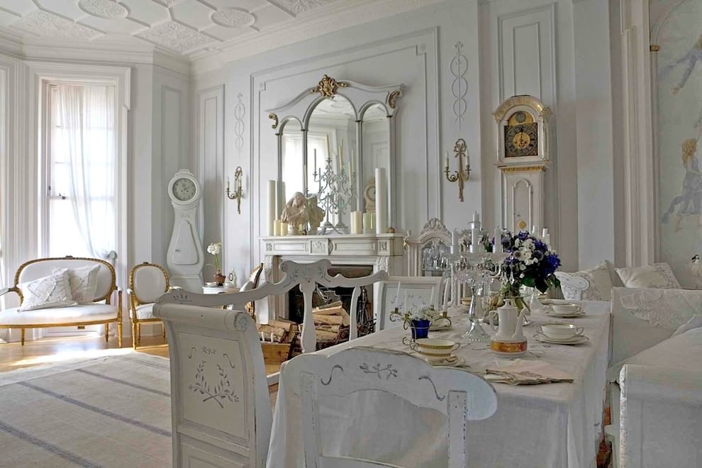 квартира в стиле барокко белого цвета