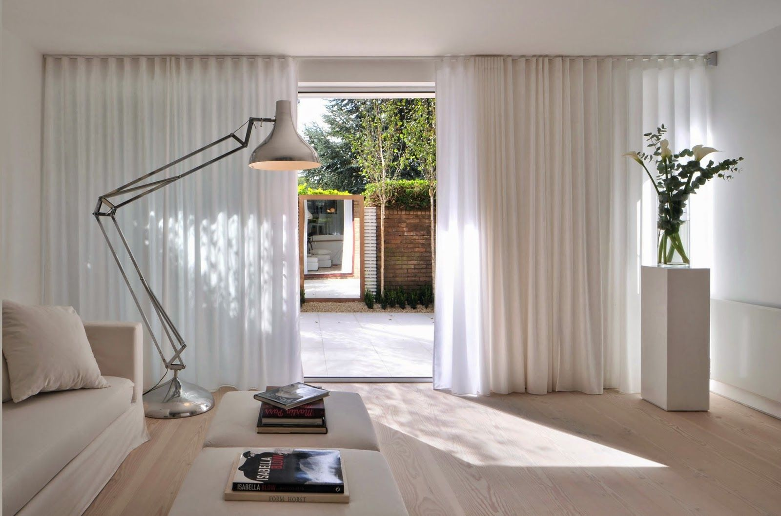 шторы в гостиную минимализм