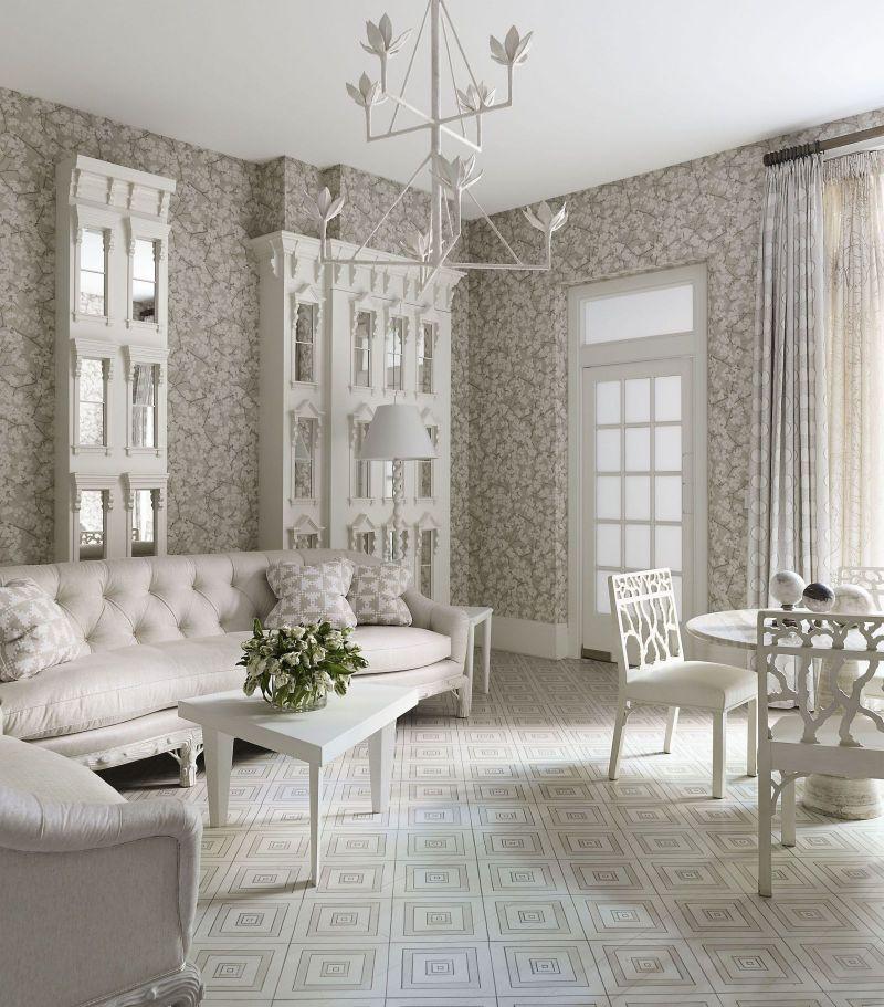 Интерьер классической гостиной в белом цвете