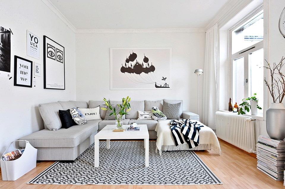 Акценты черного цвета в белой комнате