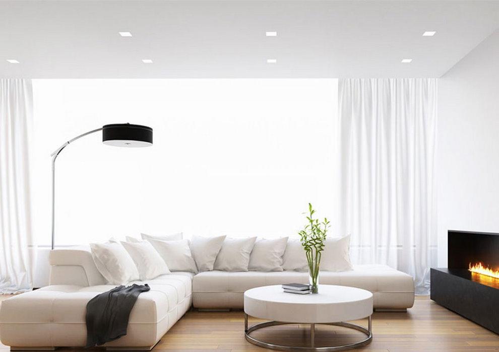 Гладкий одноуровневый потолок белого цвета