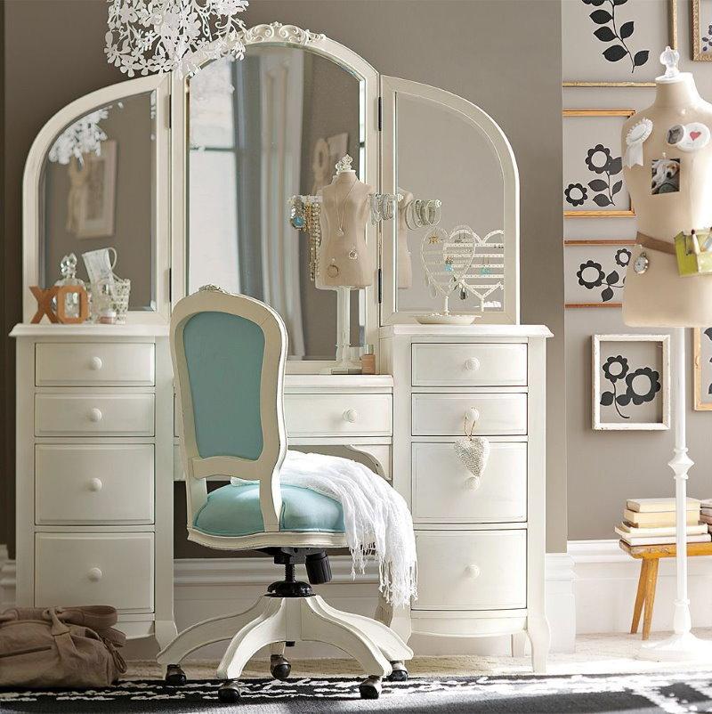 Трюмо с зеркалом в детской спальне