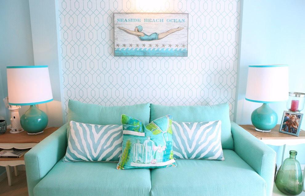 гостиная комната в светлых тонах с голубым