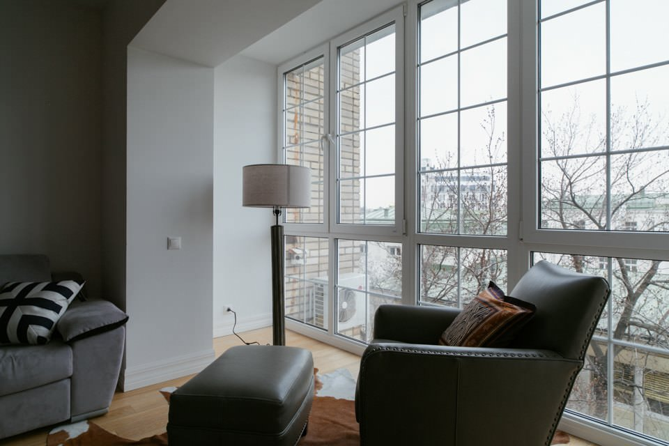 Панорамное окно на лоджии после присоединения к комнате