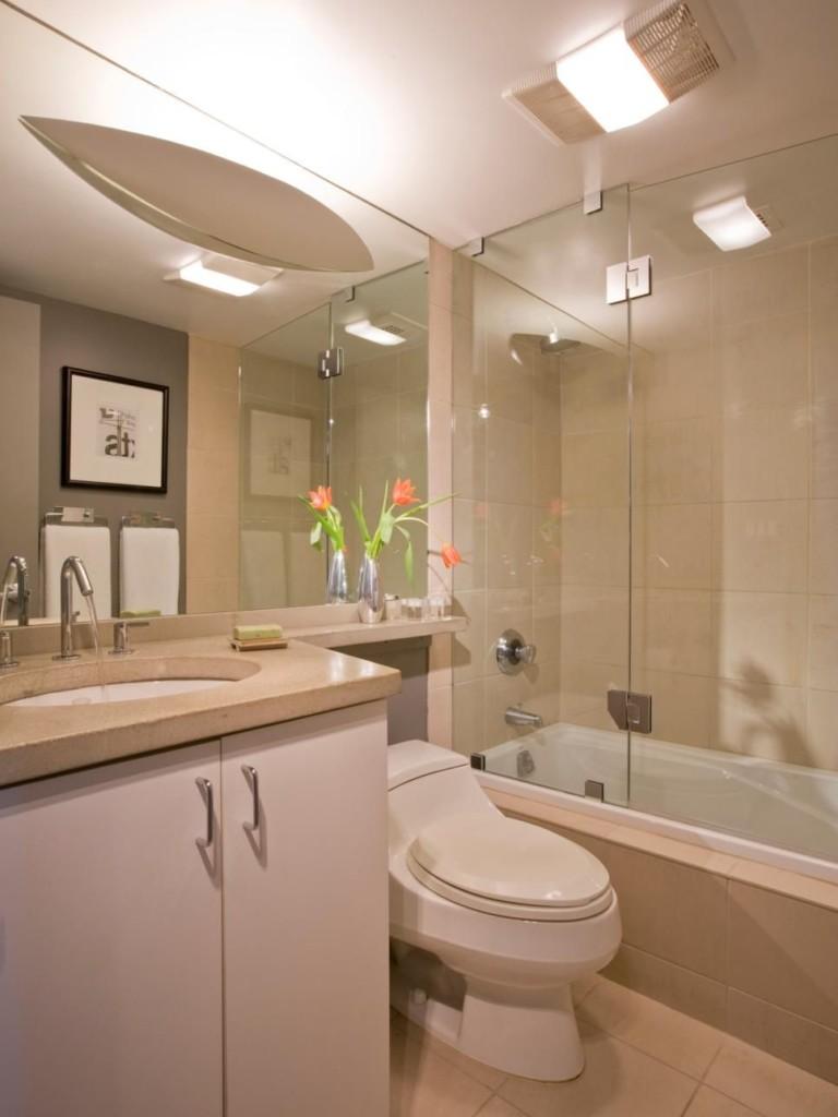 Стеклянная шторка на ванне из акрила