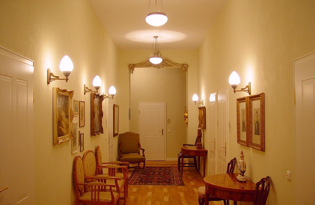 бра в коридоре фото
