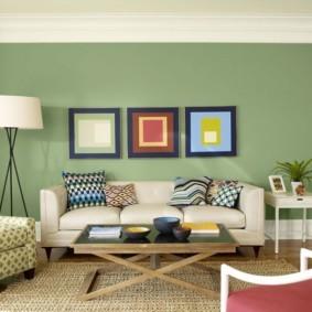 Модульные картины на стене гостиной комнаты