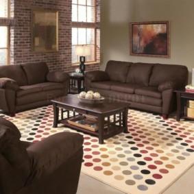 Коричневые диваны с текстильной обивкой