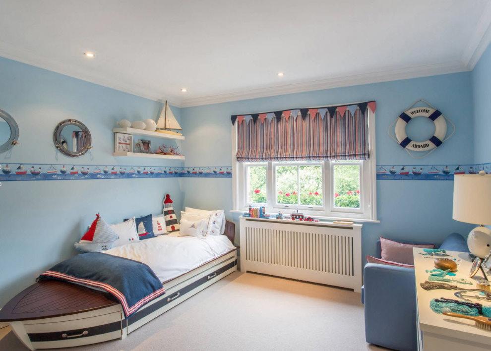 Голубые стены детской в трехкомнатной квартире