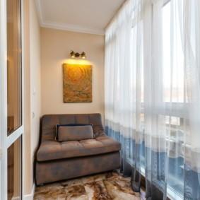 диван на балкон фото интерьер