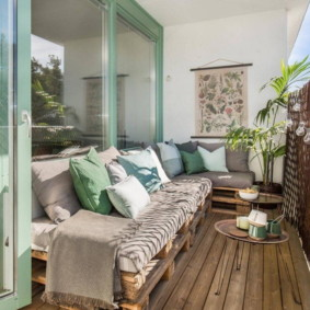 диван на балкон дизайн