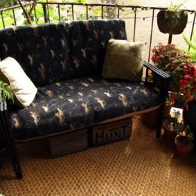 диван на балкон виды декора