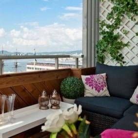 диван на балкон виды оформления