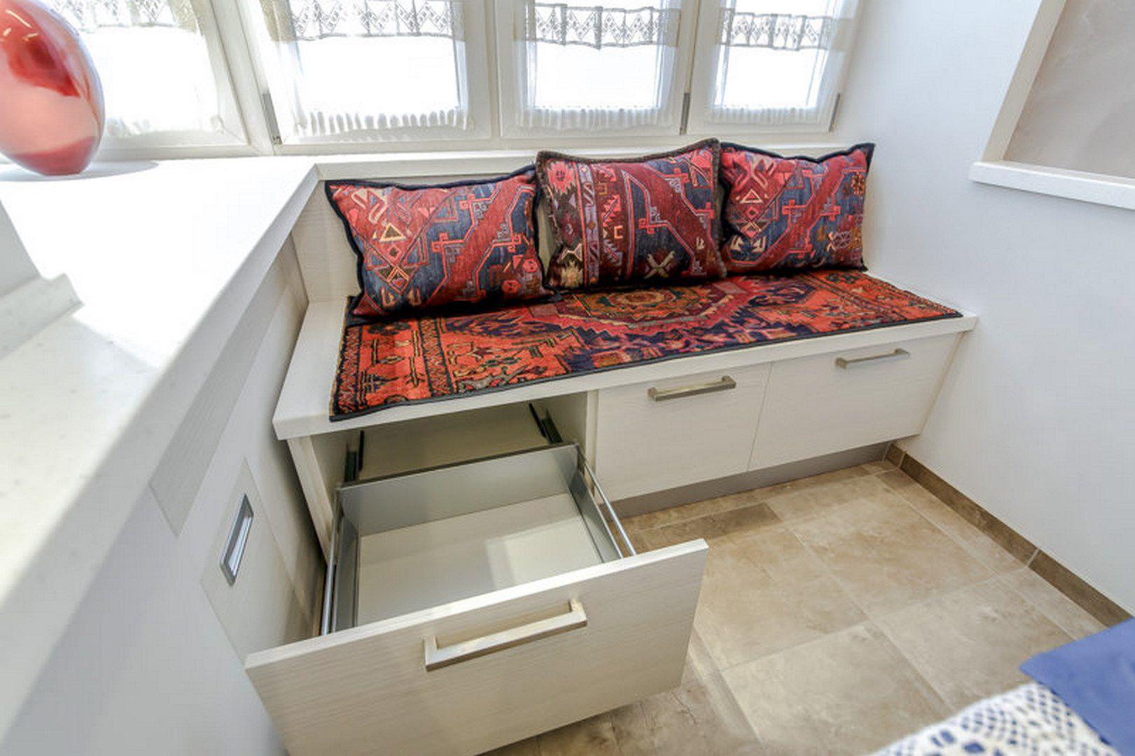 диван на балкон с выдвижными ящиками