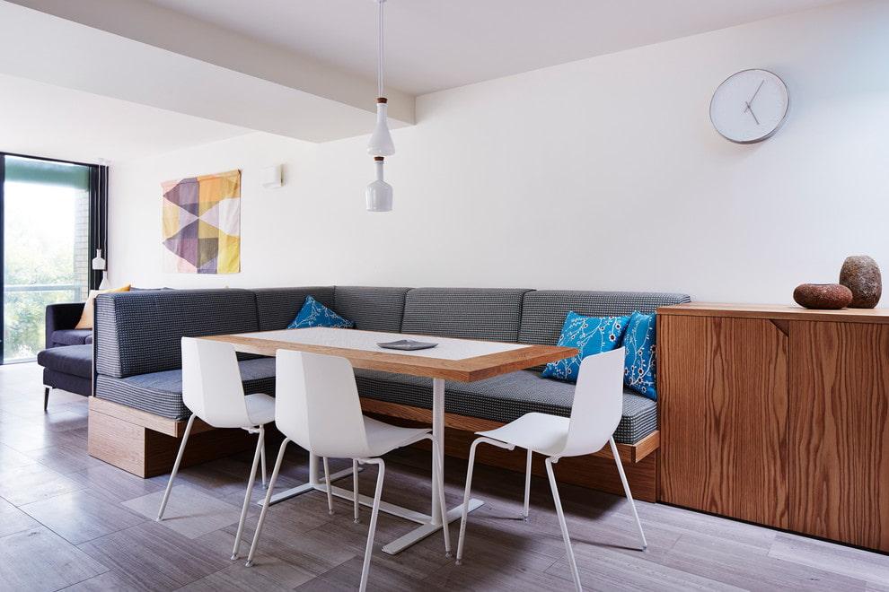 Зонирование гостиной угловым диваном