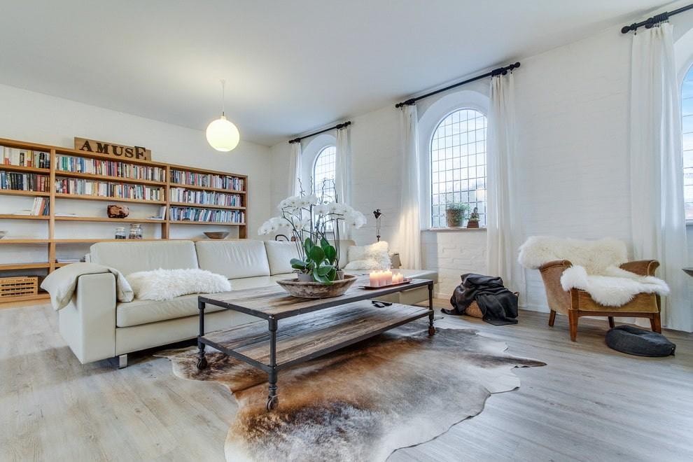 белый диван в гостиную