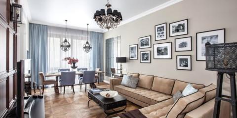 классический угловой диван в гостиной