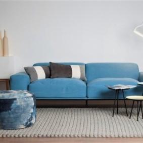 диван в гостиной декор фото