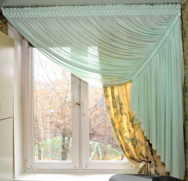 Двойная односторонняя штора на окне кухни