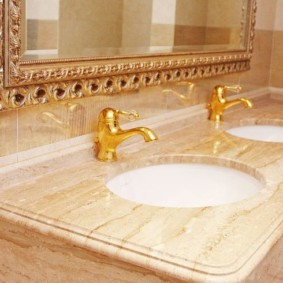 Смесители под золото в ванной комнате