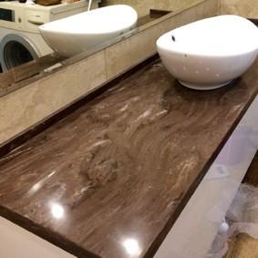Каменная столешница с полированной поверхностью