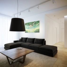 Декор картиной белой гостиной
