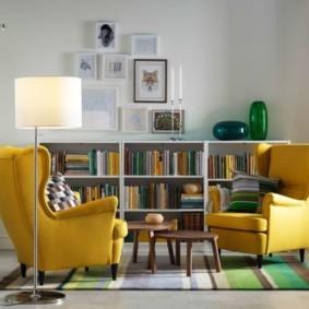 Желтая мебель в светлом зале